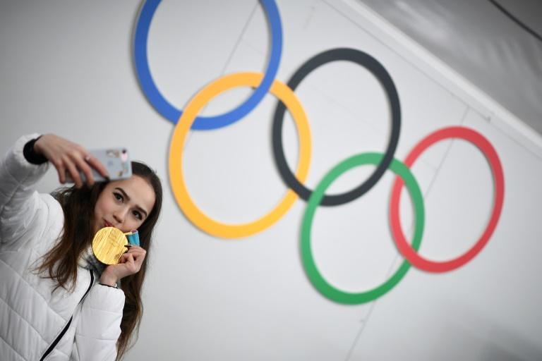Adolescente gana oro en patinaje artístico