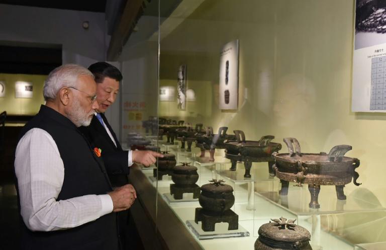 Xi recibe a Modi para abrir un