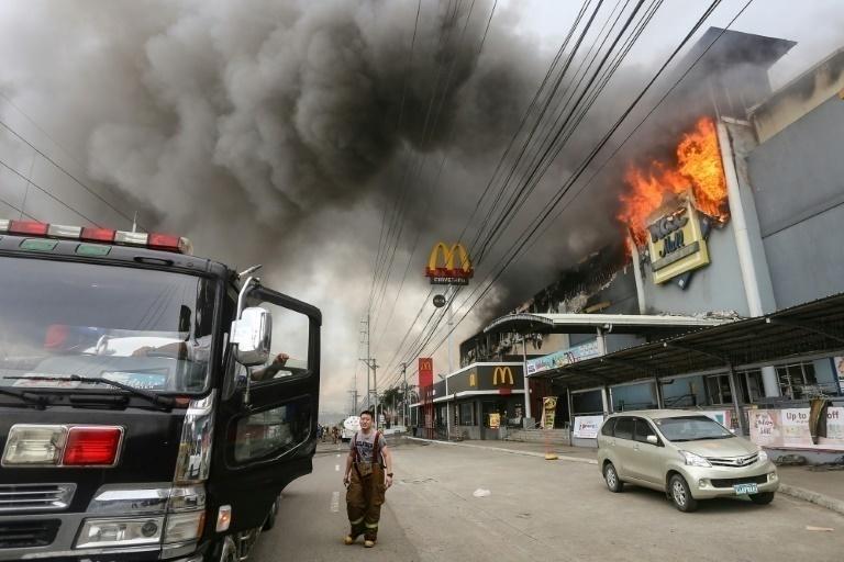 Reportan 37 muertos durante incendio en centro comercial de Filipinas