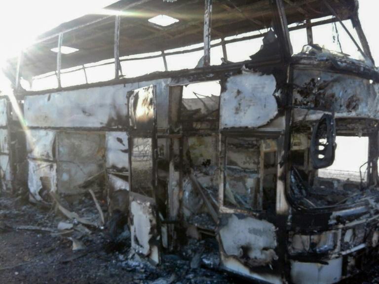 Mueren 52 personas al incendiarse autobús en Kazajistán