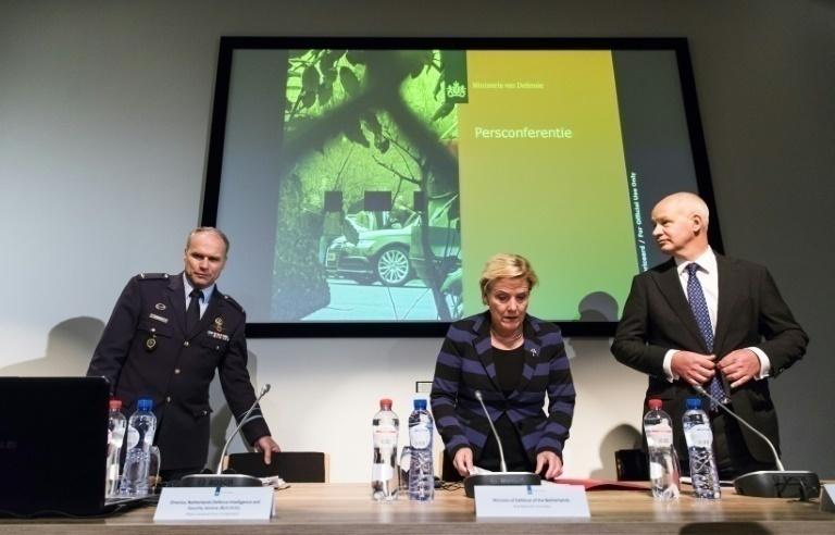 Resultado de imagen para Ank Bijleveld y tropas holandesas