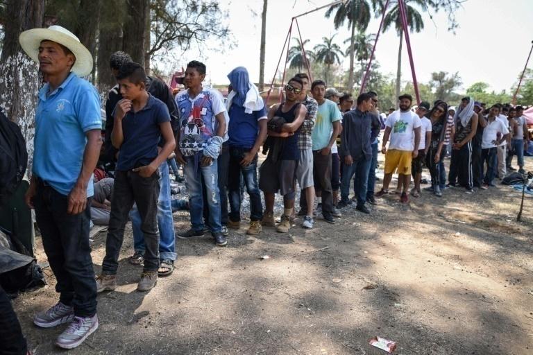 Caravana de migrantes se 'diluye' a la mitad