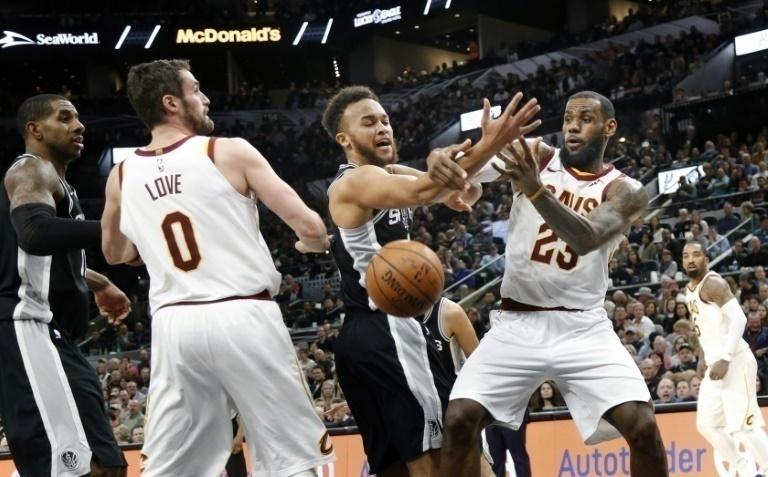Curry liquida a los Celtics por mano propia